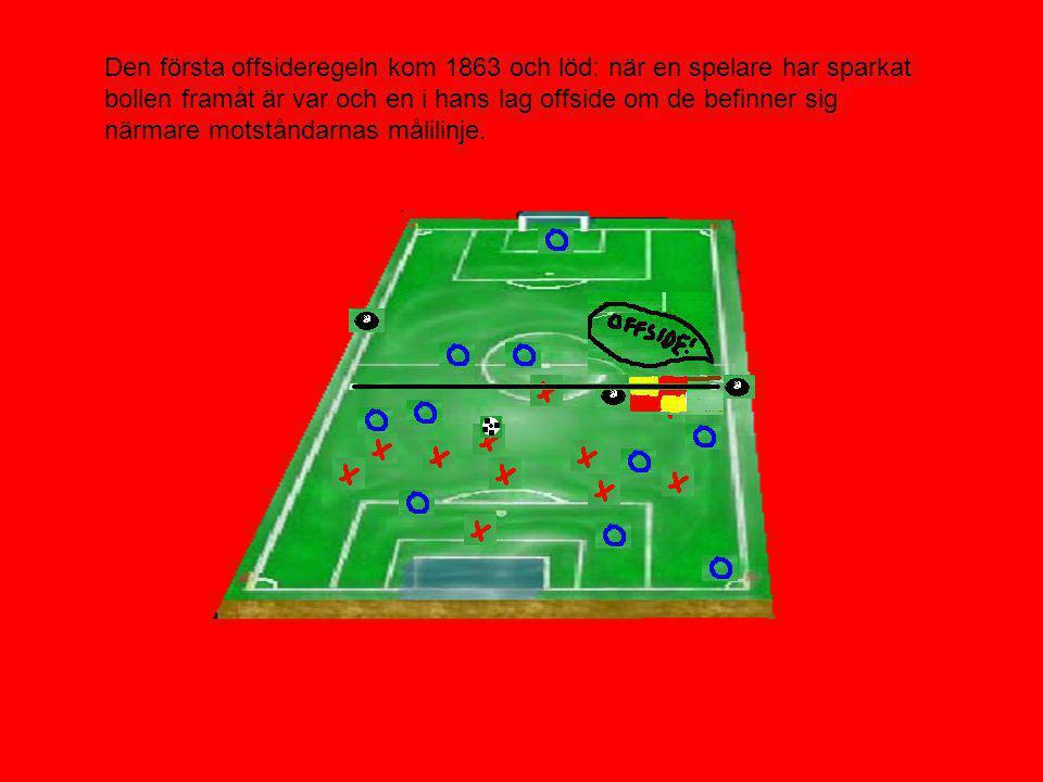 Den första offsideregeln kom 1863 och löd: när en spelare har sparkat bollen framåt är var och en i hans lag offside om de befinner sig närmare motståndarnas målilinje.