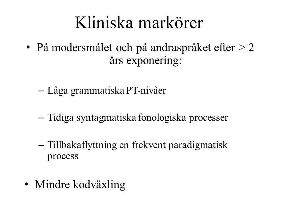 På modersmålet och på andraspråket efter > 2 års exponering: