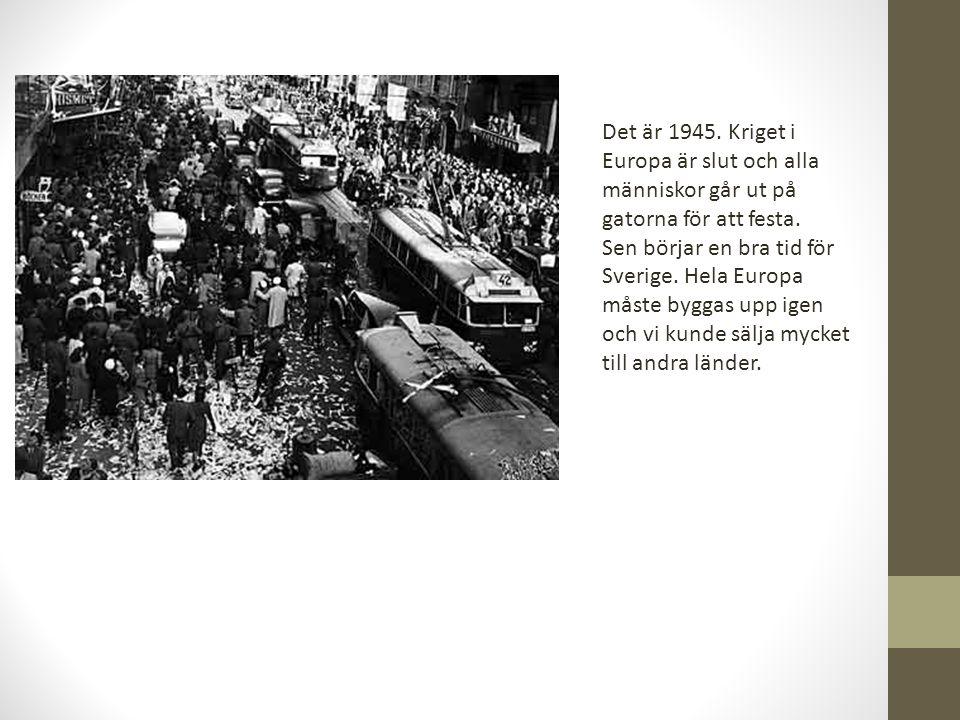 Det är 1945. Kriget i Europa är slut och alla människor går ut på gatorna för att festa.