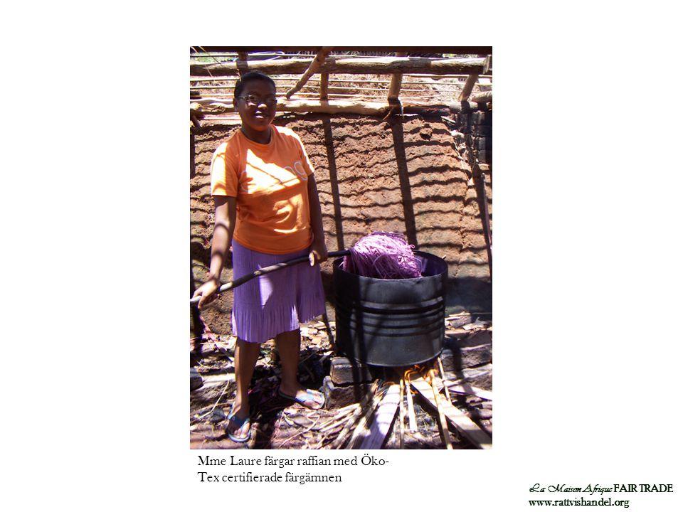 Mme Laure färgar raffian med Öko-Tex certifierade färgämnen