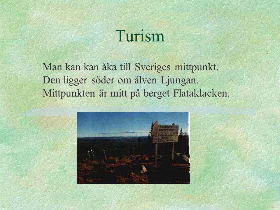 Turism Man kan kan åka till Sveriges mittpunkt. Den ligger söder om älven Ljungan.