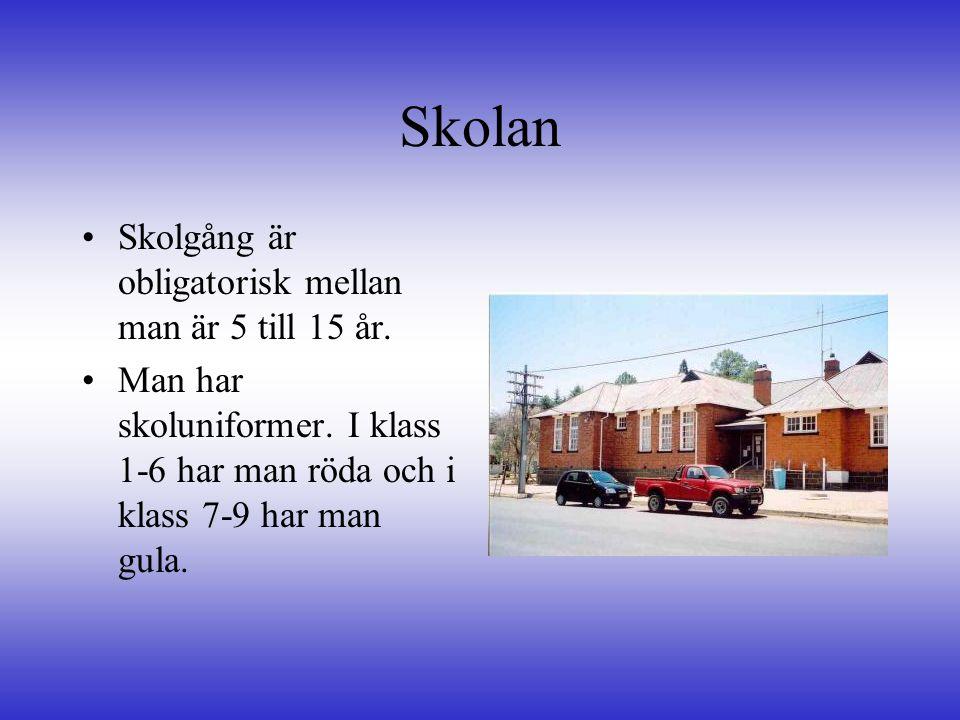 Skolan Skolgång är obligatorisk mellan man är 5 till 15 år.