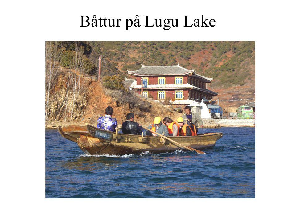 Båttur på Lugu Lake