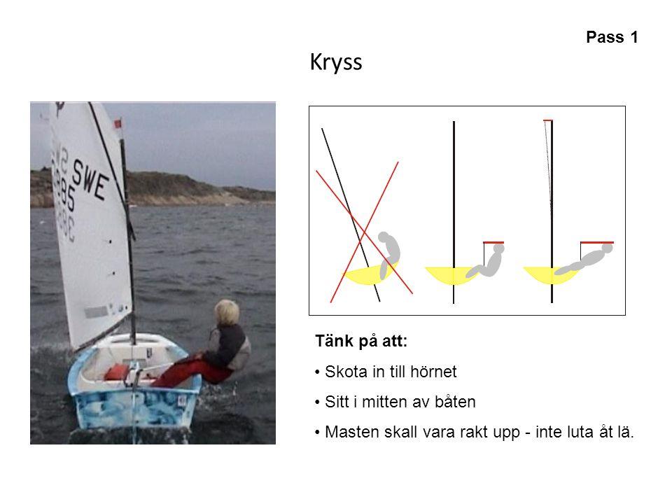 Kryss Pass 1 Tänk på att: Skota in till hörnet Sitt i mitten av båten