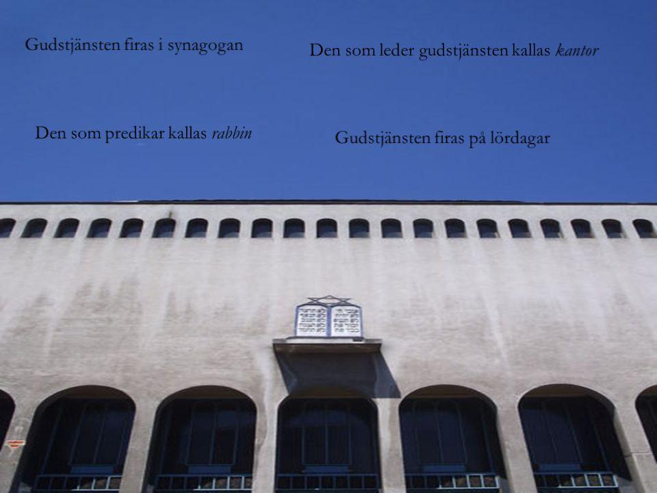 Gudstjänsten firas i synagogan