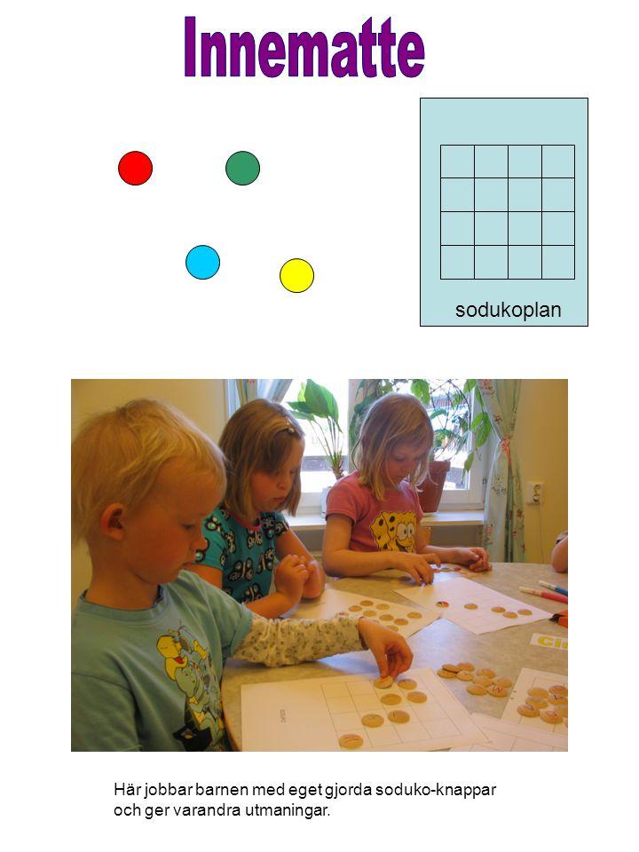 Innematte sodukoplan Här jobbar barnen med eget gjorda soduko-knappar och ger varandra utmaningar.
