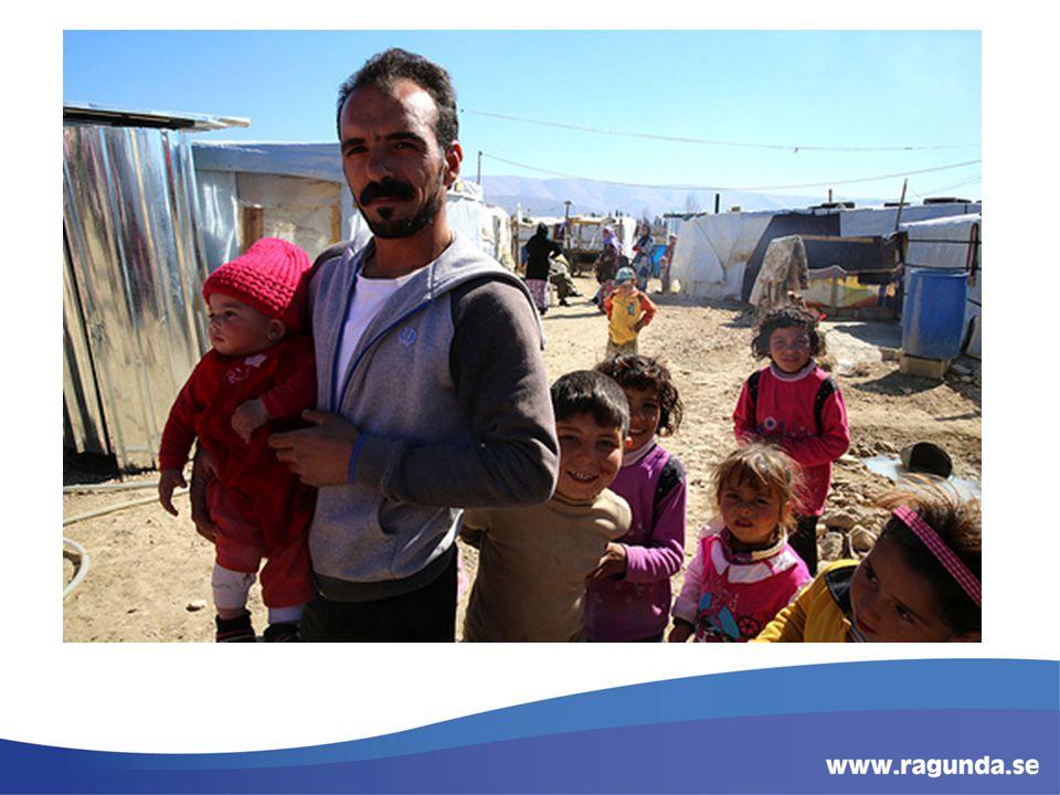 Khalil el Jafal med dotter i flyktinglägret Toussri Al Jafal, utanför staden Zahlé i Libanons Beekadalen.