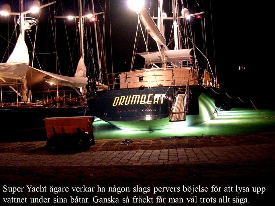Super Yacht ägare verkar ha någon slags pervers böjelse för att lysa upp vattnet under sina båtar.