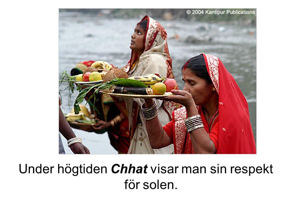 Under högtiden Chhat visar man sin respekt för solen.