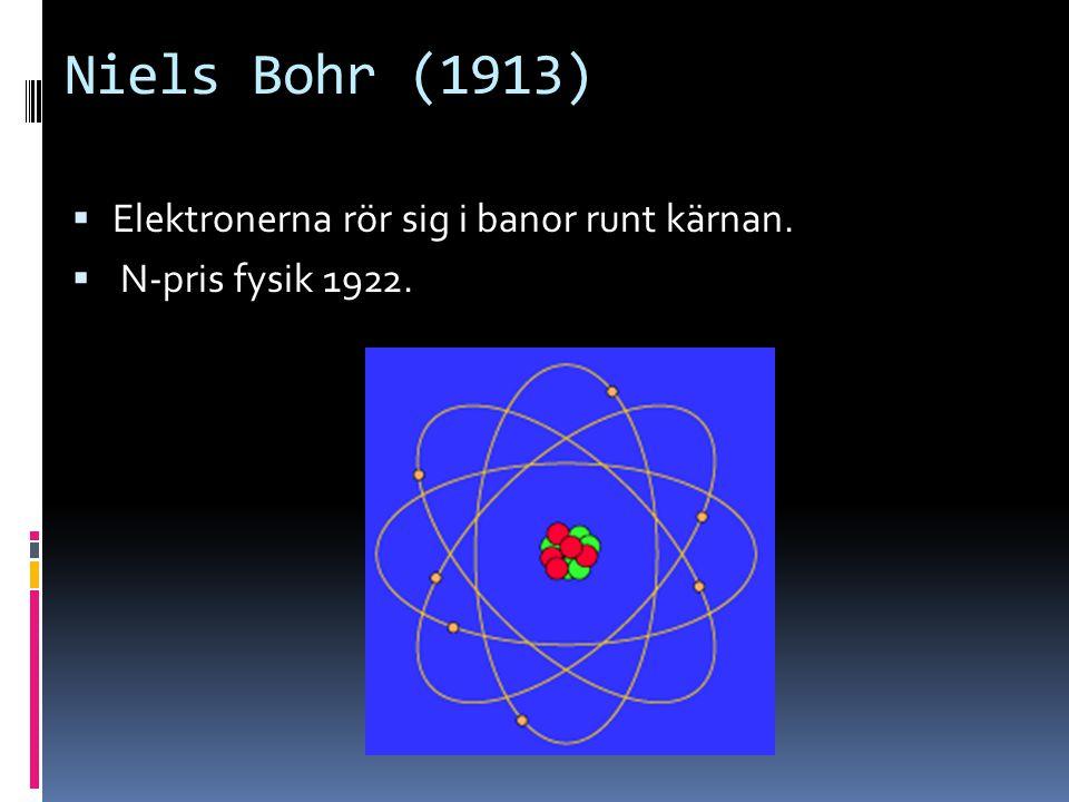 Niels Bohr (1913) Elektronerna rör sig i banor runt kärnan.