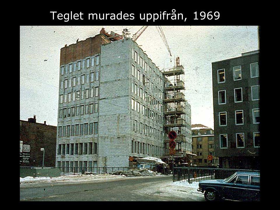 Teglet murades uppifrån, 1969