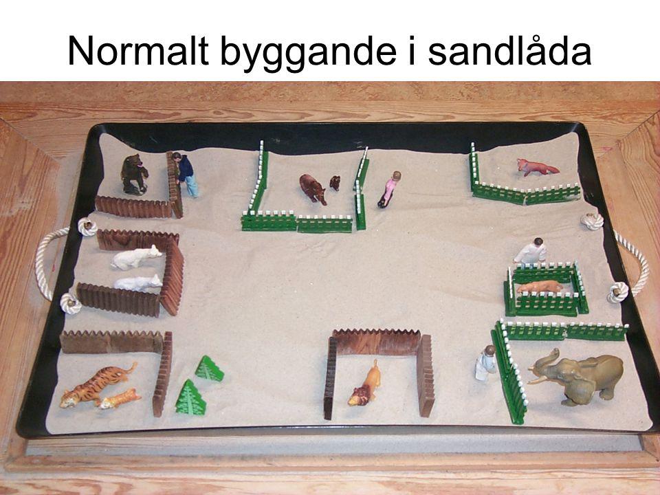 Normalt byggande i sandlåda