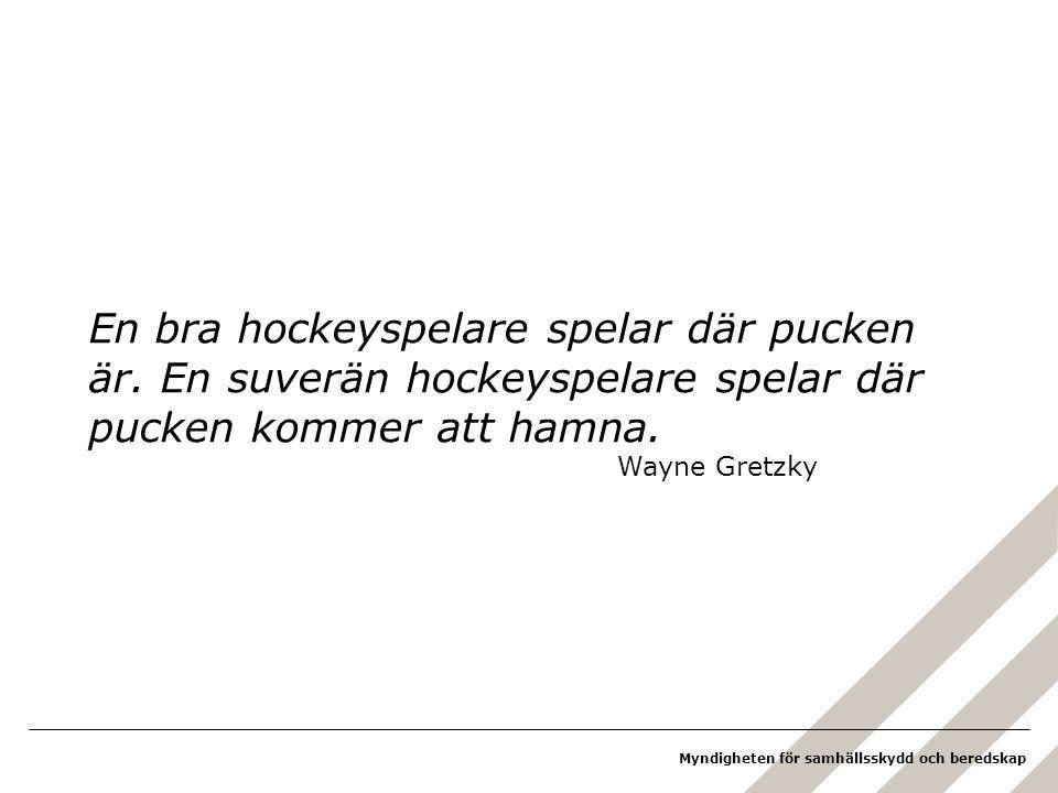 En bra hockeyspelare spelar där pucken är