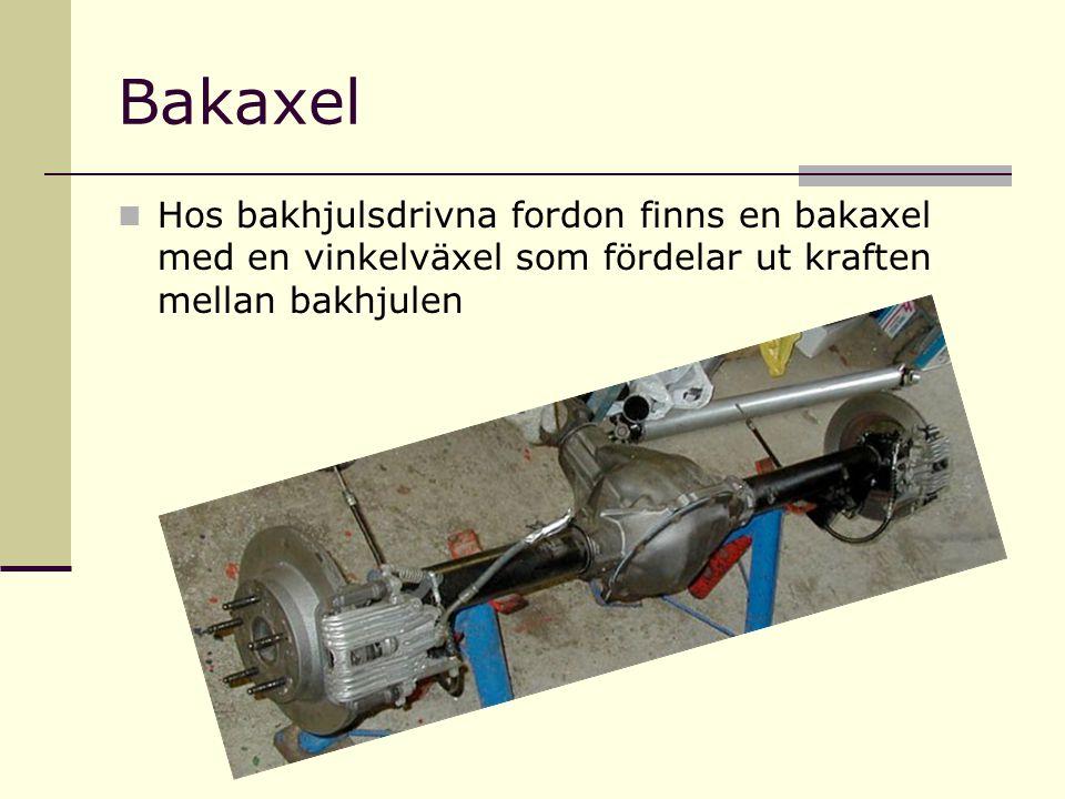 Bakaxel Hos bakhjulsdrivna fordon finns en bakaxel med en vinkelväxel som fördelar ut kraften mellan bakhjulen.