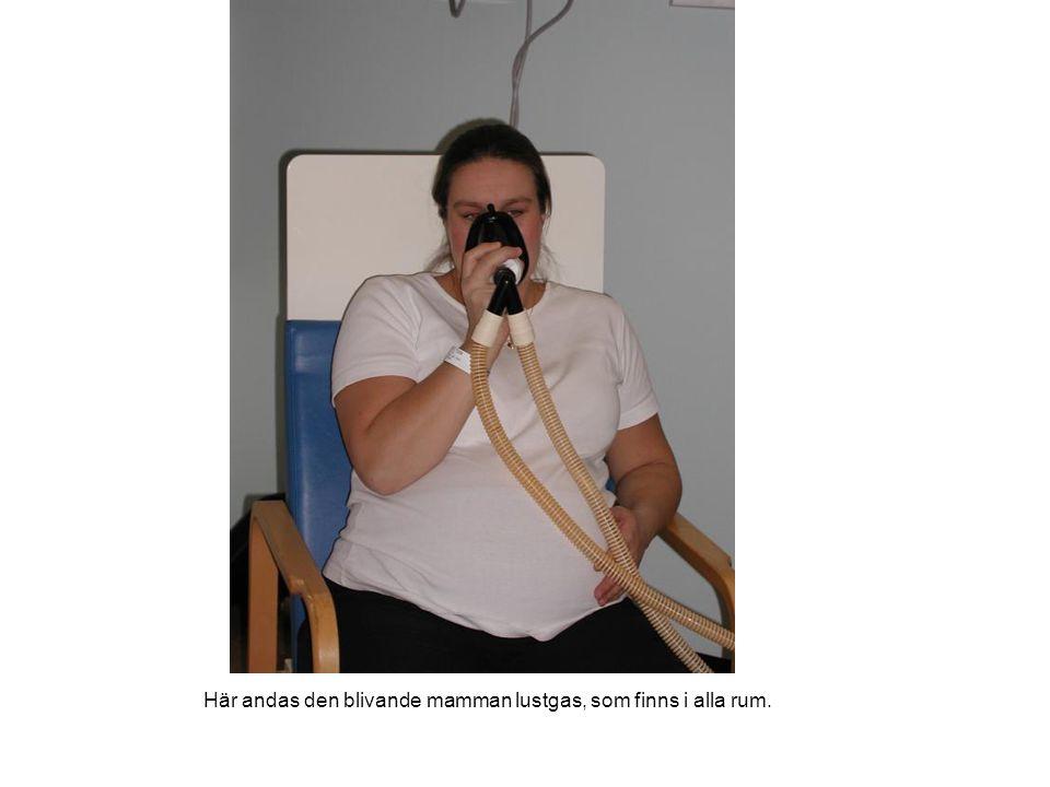 Här andas den blivande mamman lustgas, som finns i alla rum.