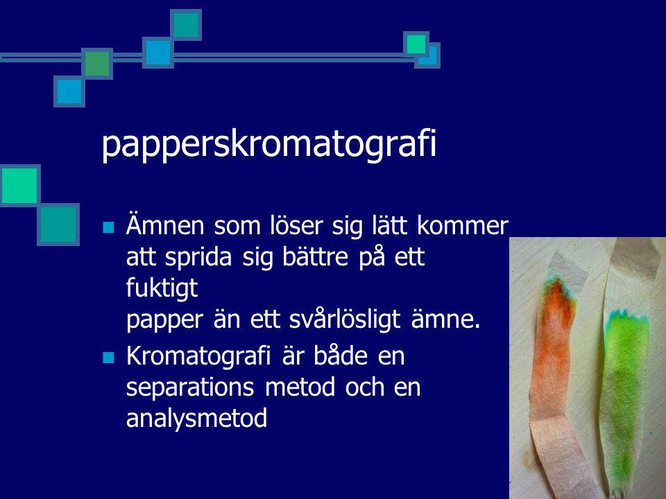 papperskromatografi Ämnen som löser sig lätt kommer att sprida sig bättre på ett fuktigt papper än ett svårlösligt ämne.