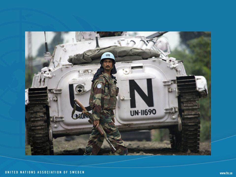 FN kan därför skicka ut soldater med mandat antingen i linje med kapitel VI i stadgan och termen fredsbevarande används då ofta. Eller så kan trupp skickas ut med ett fredsframtvingande kapitel VII-mandat.