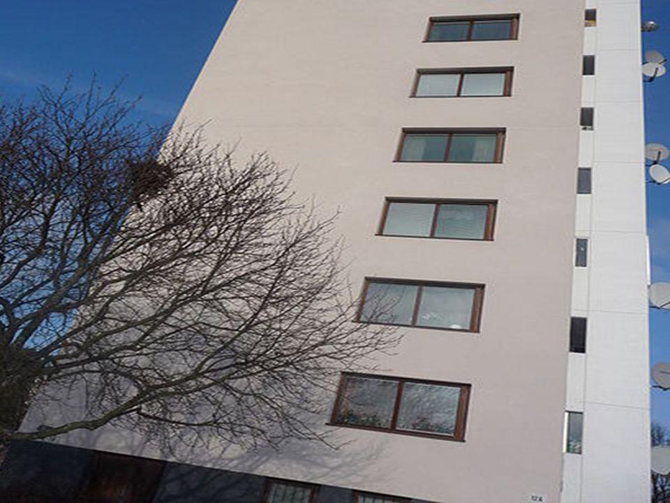 Bild på höghus (Tore har höjdskräck och hissfobi)
