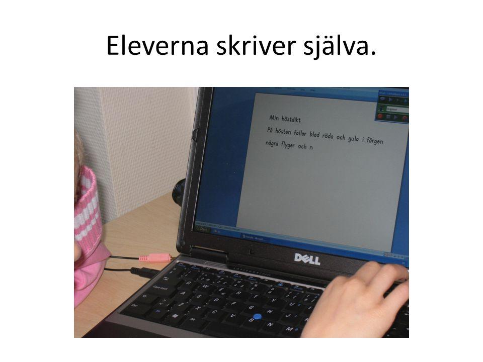 Eleverna skriver själva.