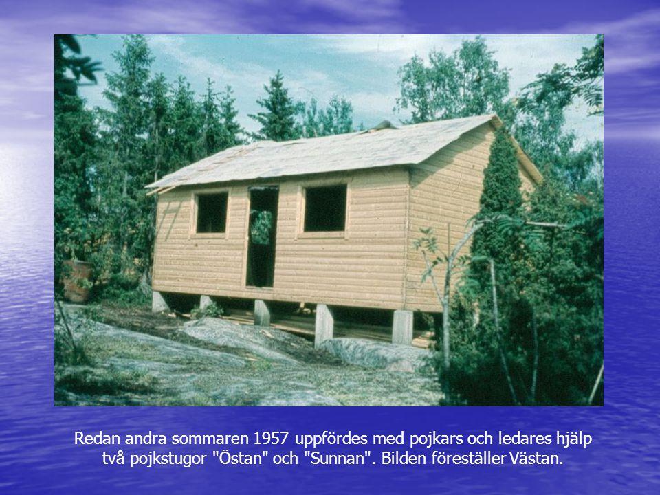 Redan andra sommaren 1957 uppfördes med pojkars och ledares hjälp två pojkstugor Östan och Sunnan . Bilden föreställer Västan.