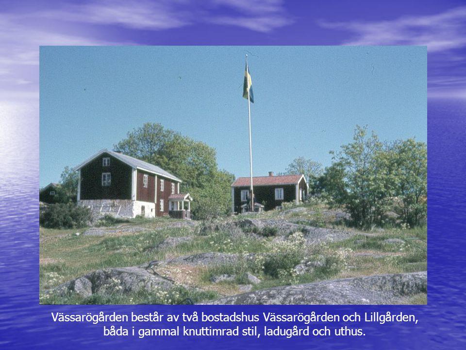 Vässarögården består av två bostadshus Vässarögården och Lillgården, båda i gammal knuttimrad stil, ladugård och uthus.