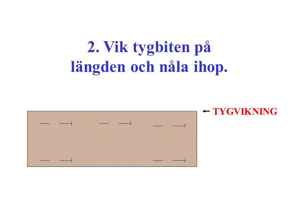 2. Vik tygbiten på längden och nåla ihop.