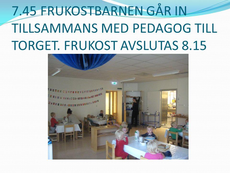7. 45 FRUKOSTBARNEN GÅR IN TILLSAMMANS MED PEDAGOG TILL TORGET