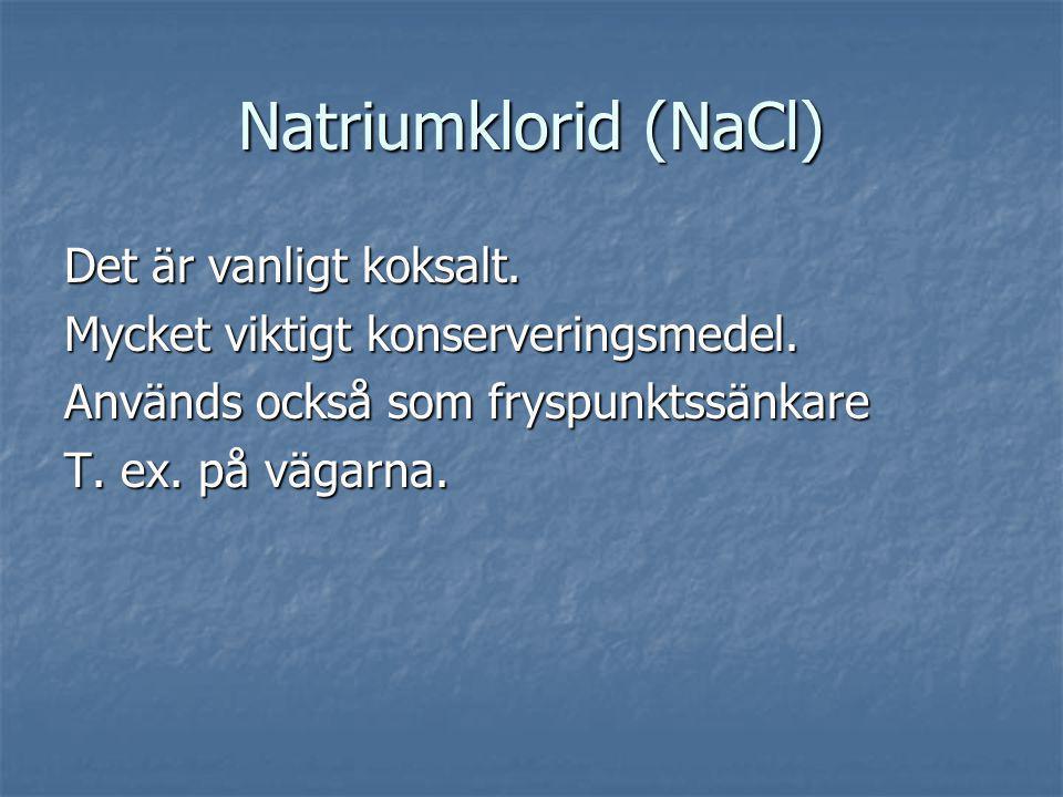 Natriumklorid (NaCl) Det är vanligt koksalt.