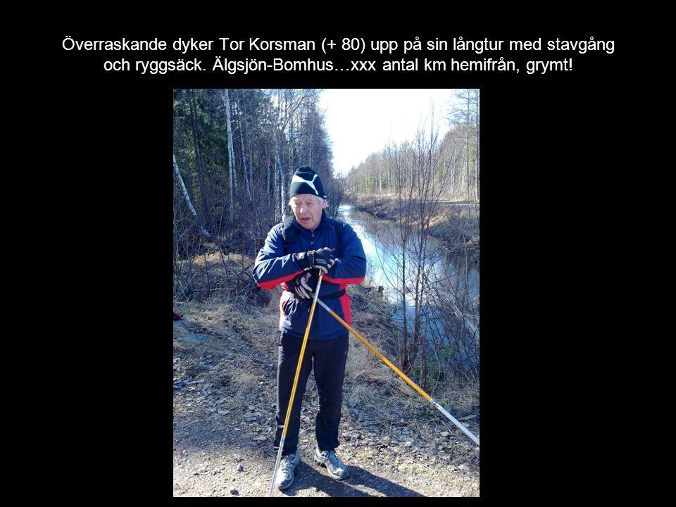 Överraskande dyker Tor Korsman (+ 80) upp på sin långtur med stavgång och ryggsäck. Älgsjön-Bomhus…xxx antal km hemifrån, grymt!