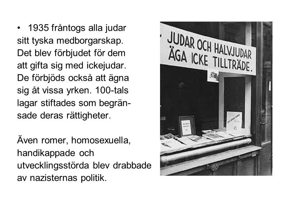 1935 fråntogs alla judar sitt tyska medborgarskap. Det blev förbjudet för dem. att gifta sig med ickejudar.