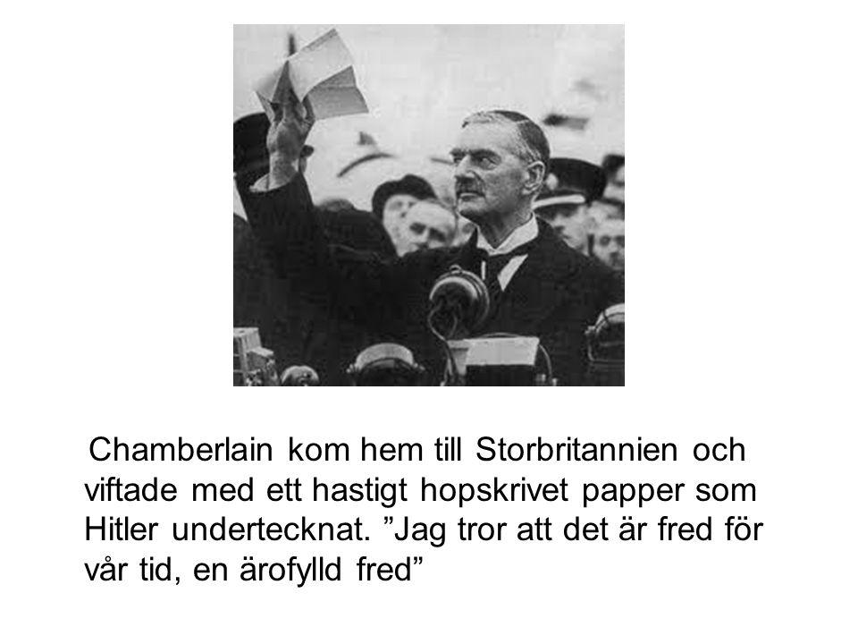 Chamberlain kom hem till Storbritannien och viftade med ett hastigt hopskrivet papper som Hitler undertecknat.