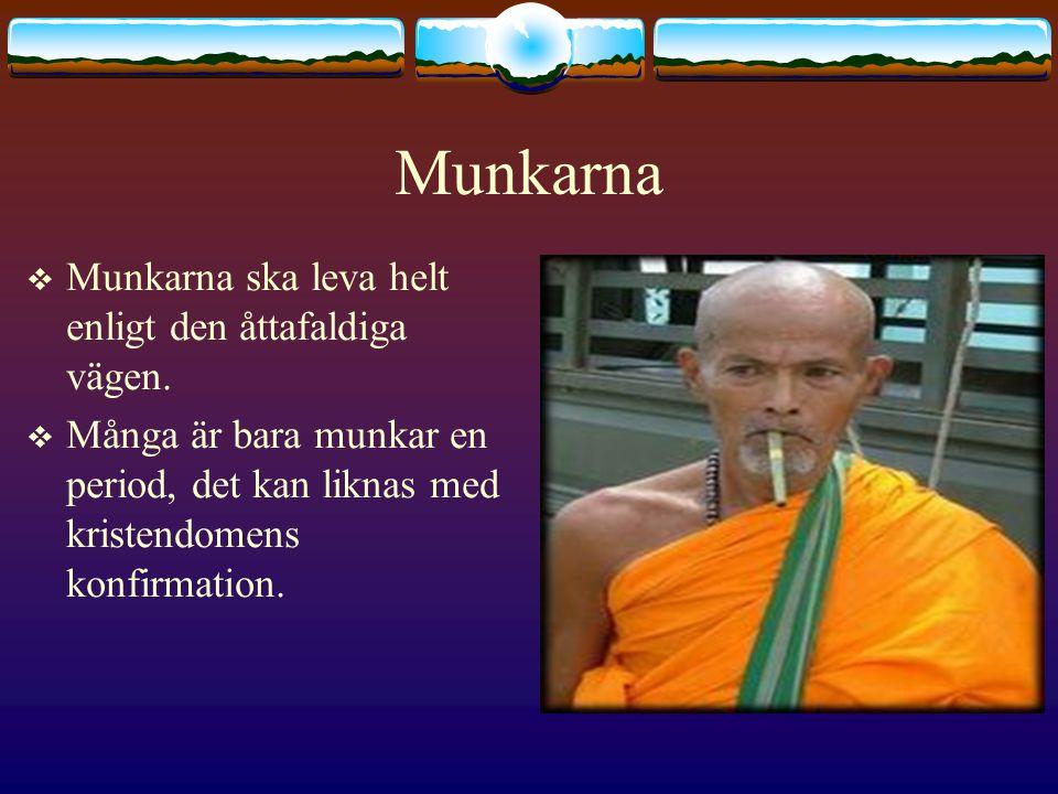 Munkarna Munkarna ska leva helt enligt den åttafaldiga vägen.