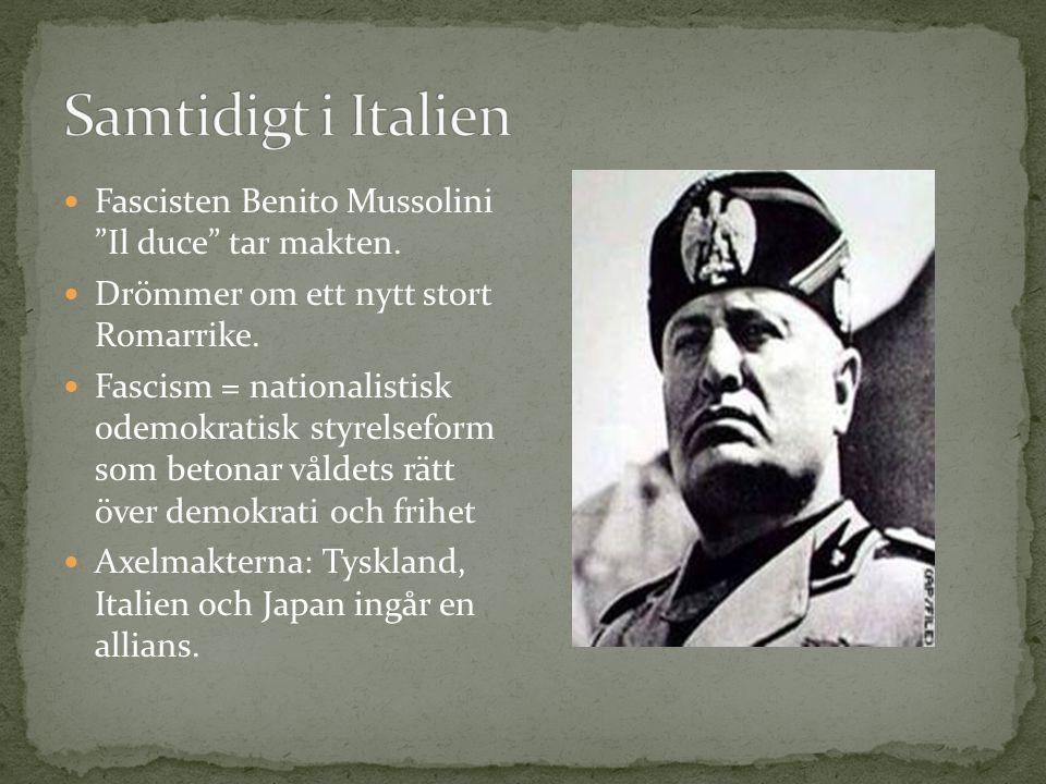 Samtidigt i Italien Fascisten Benito Mussolini Il duce tar makten.