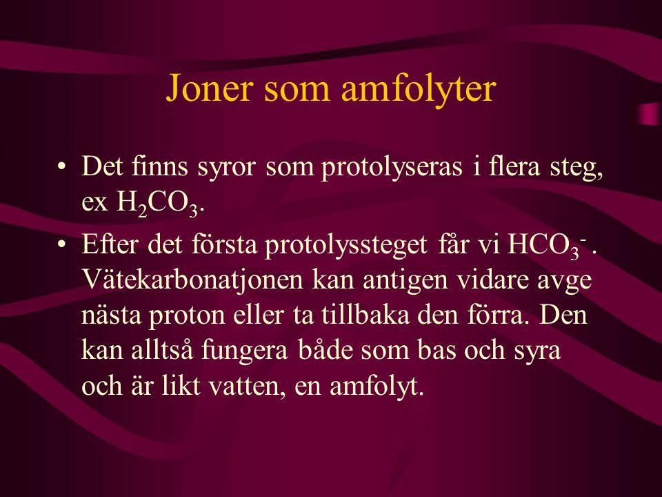 Joner som amfolyter Det finns syror som protolyseras i flera steg, ex H2CO3.