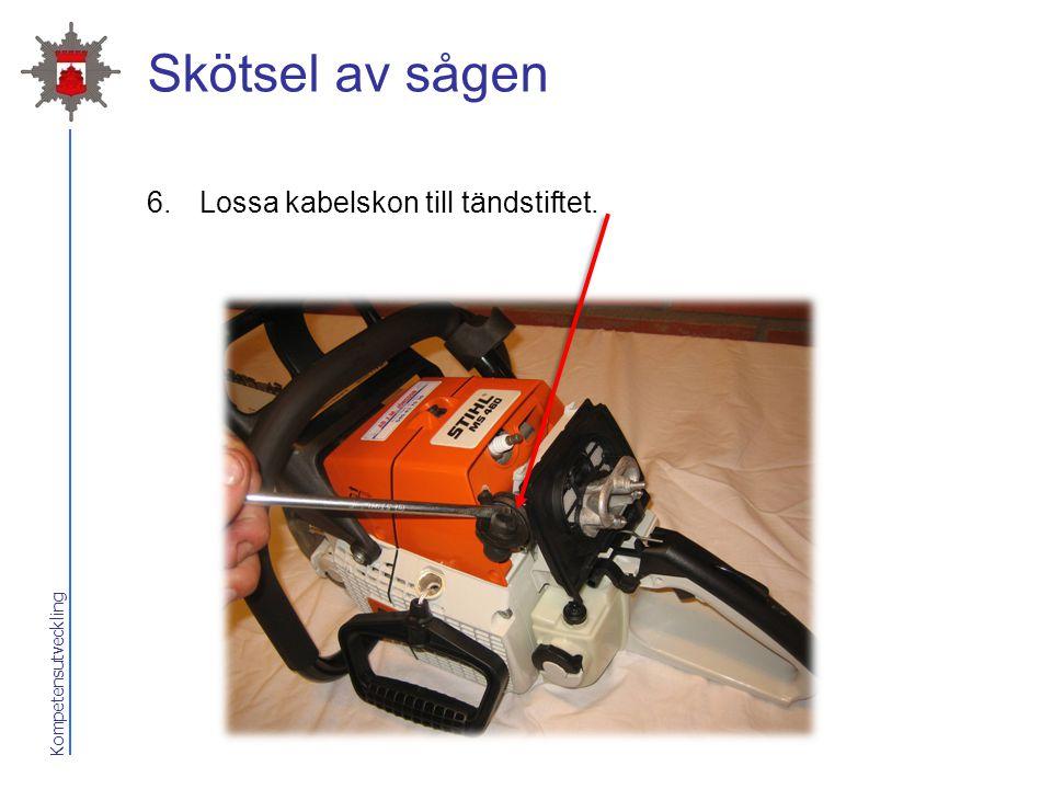 2017-04-07 Skötsel av sågen Lossa kabelskon till tändstiftet.
