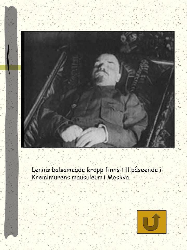 Lenins balsameade kropp finns till påseende i Kremlmurens mausuleum i Moskva