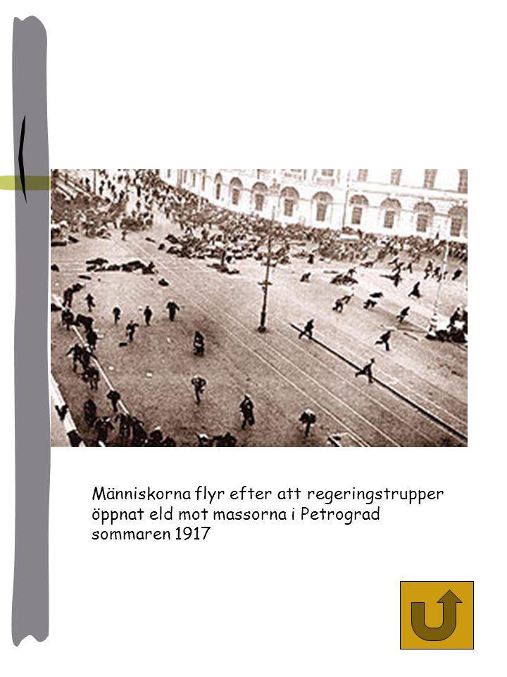 Människorna flyr efter att regeringstrupper öppnat eld mot massorna i Petrograd sommaren 1917