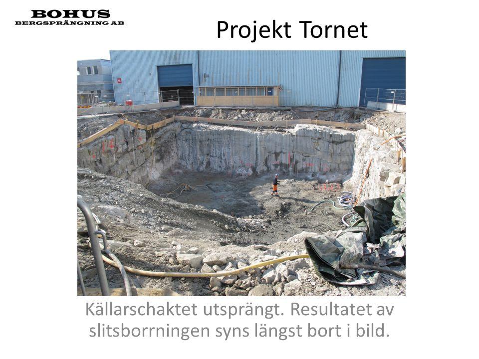 Projekt Tornet Källarschaktet utsprängt. Resultatet av slitsborrningen syns längst bort i bild.
