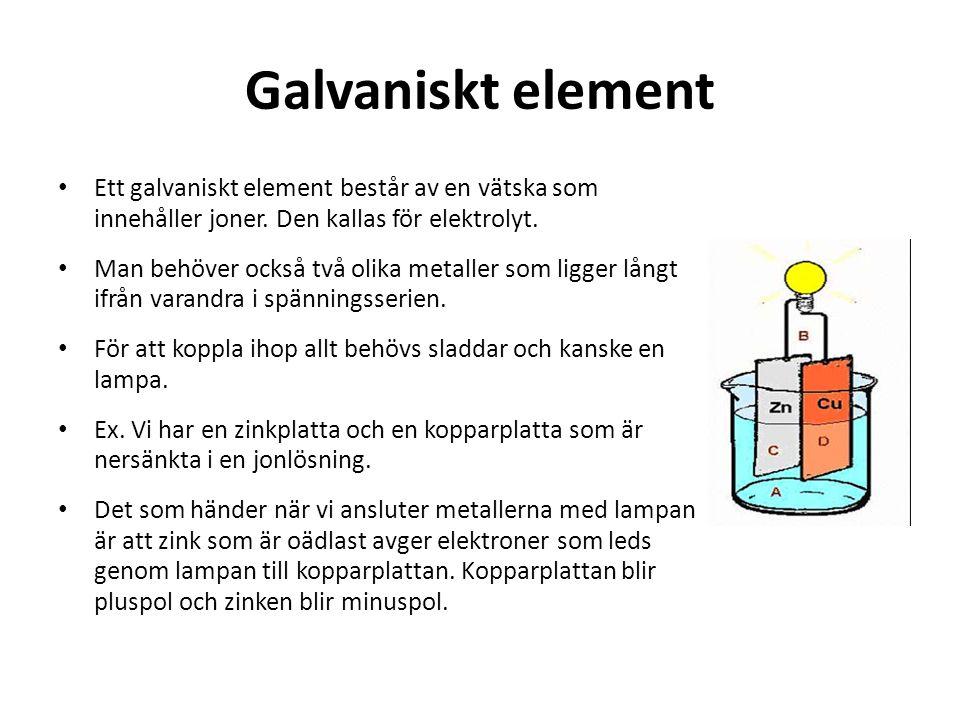 Galvaniskt element Ett galvaniskt element består av en vätska som innehåller joner. Den kallas för elektrolyt.