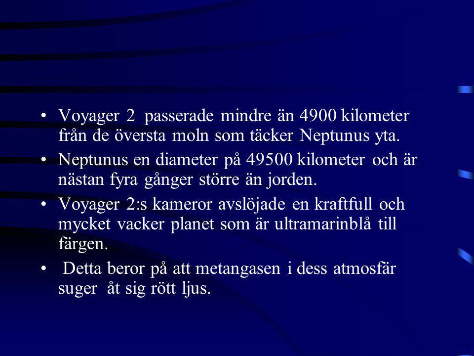 Voyager 2 passerade mindre än 4900 kilometer från de översta moln som täcker Neptunus yta.