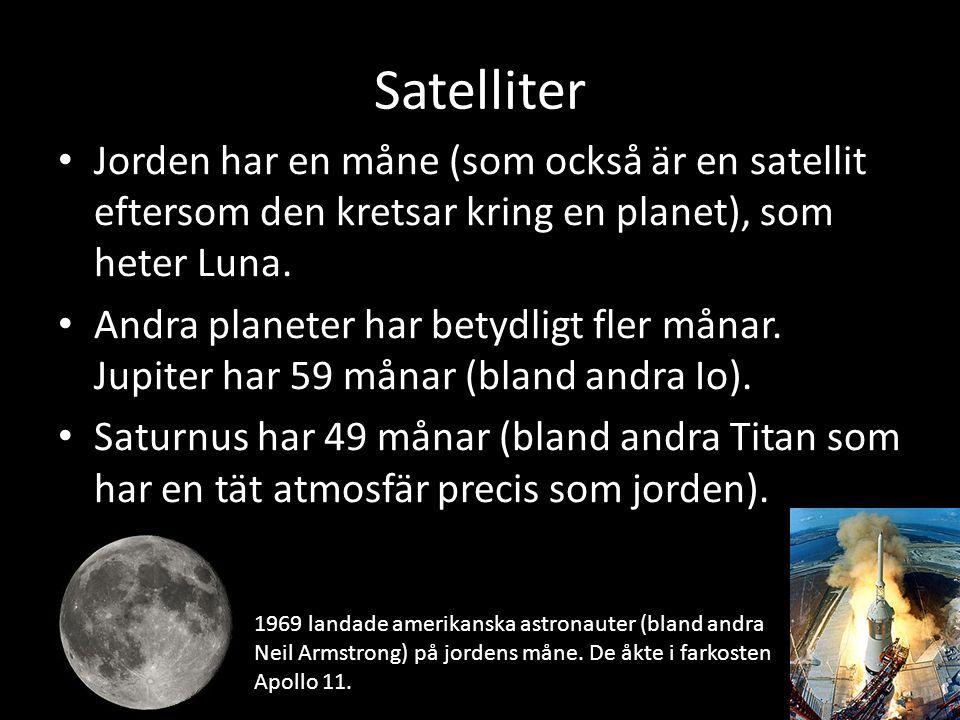 Satelliter Jorden har en måne (som också är en satellit eftersom den kretsar kring en planet), som heter Luna.