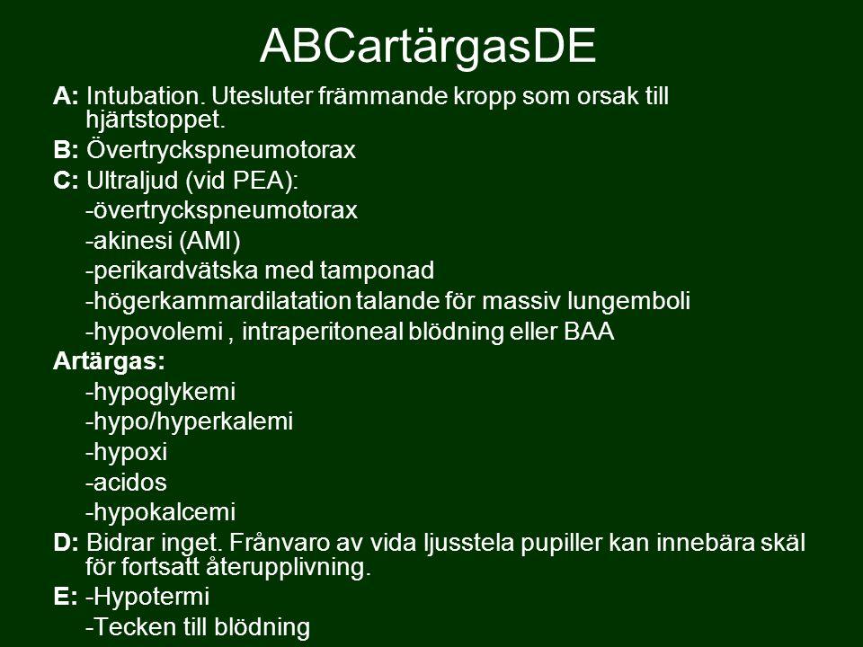 ABCartärgasDE A: Intubation. Utesluter främmande kropp som orsak till hjärtstoppet. B: Övertryckspneumotorax.