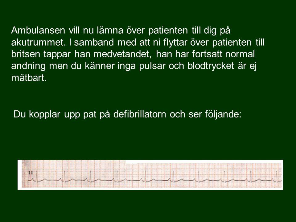 Du kopplar upp pat på defibrillatorn och ser följande: