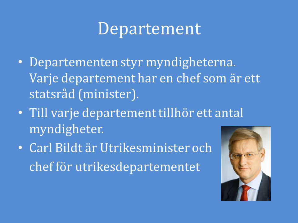 Departement Departementen styr myndigheterna. Varje departement har en chef som är ett statsråd (minister).