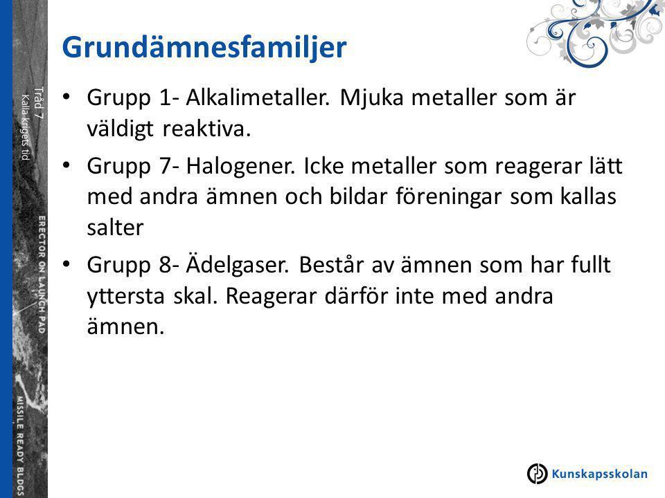 Grundämnesfamiljer Grupp 1- Alkalimetaller. Mjuka metaller som är väldigt reaktiva.