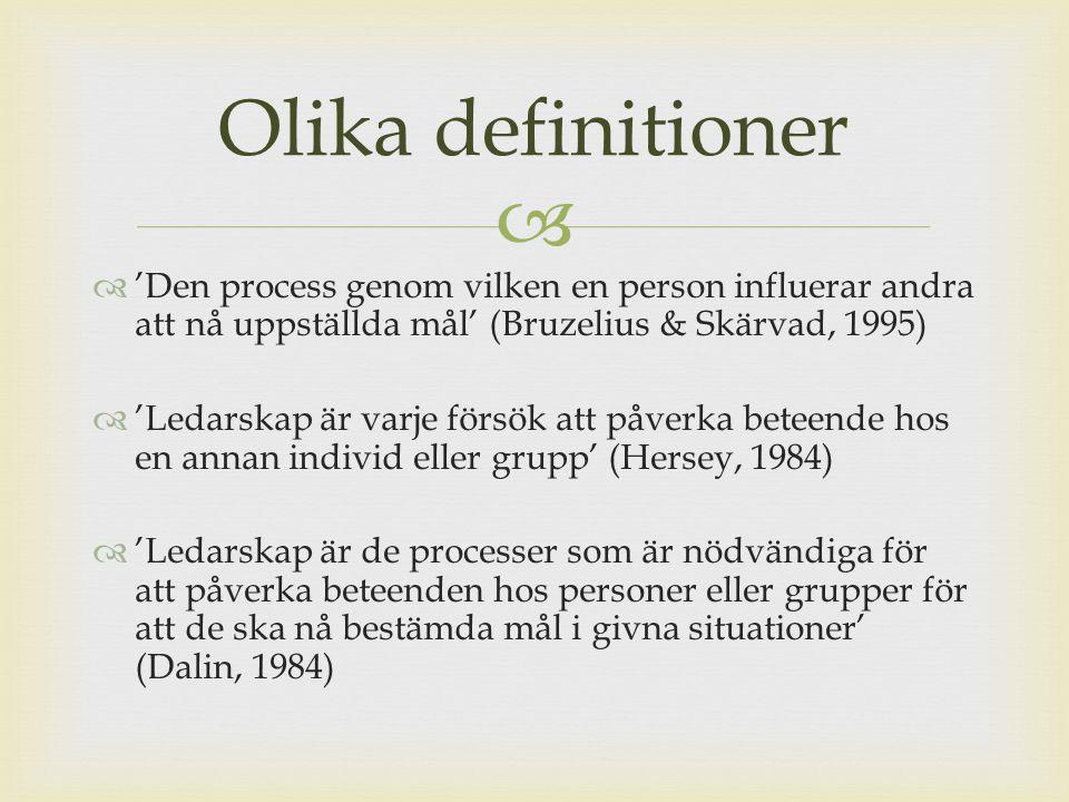 Olika definitioner 'Den process genom vilken en person influerar andra att nå uppställda mål' (Bruzelius & Skärvad, 1995)
