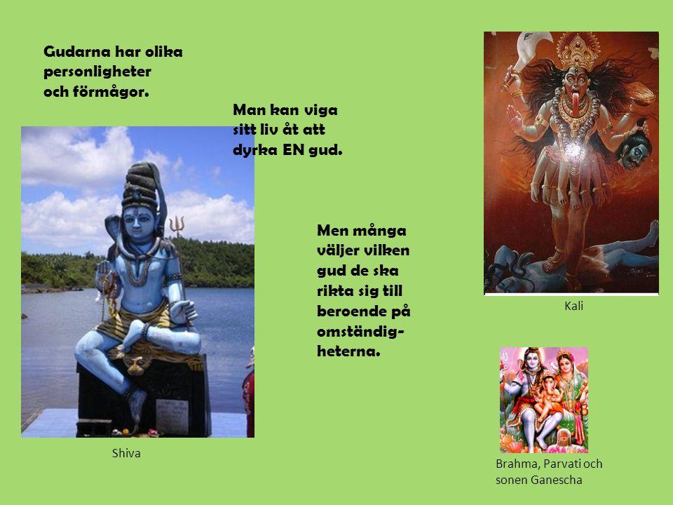 Gudarna har olika personligheter och förmågor.