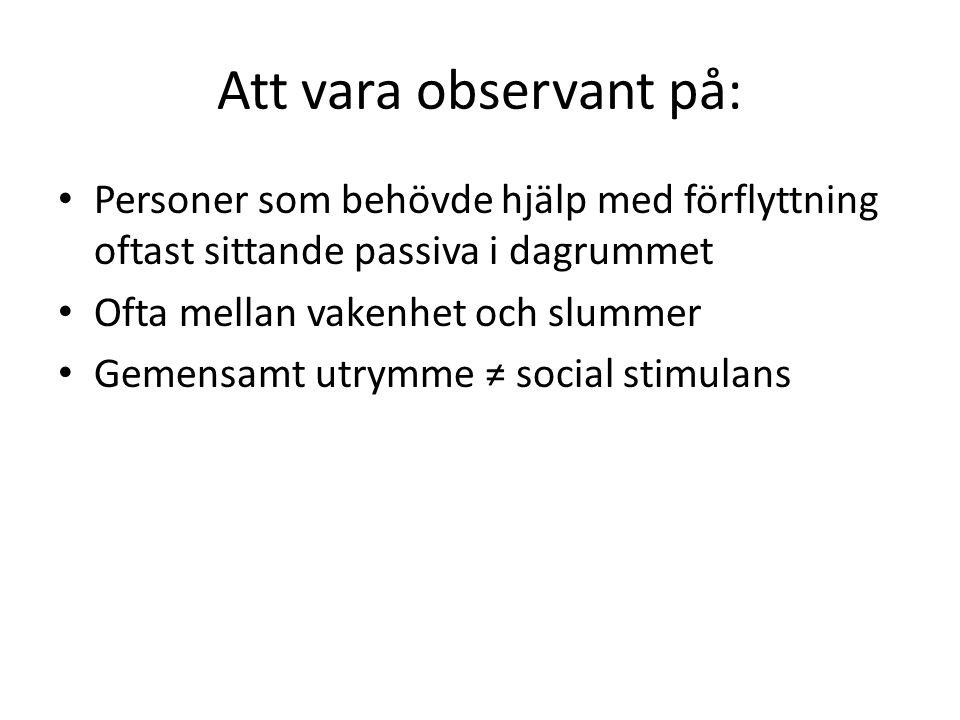 Att vara observant på: Personer som behövde hjälp med förflyttning oftast sittande passiva i dagrummet.