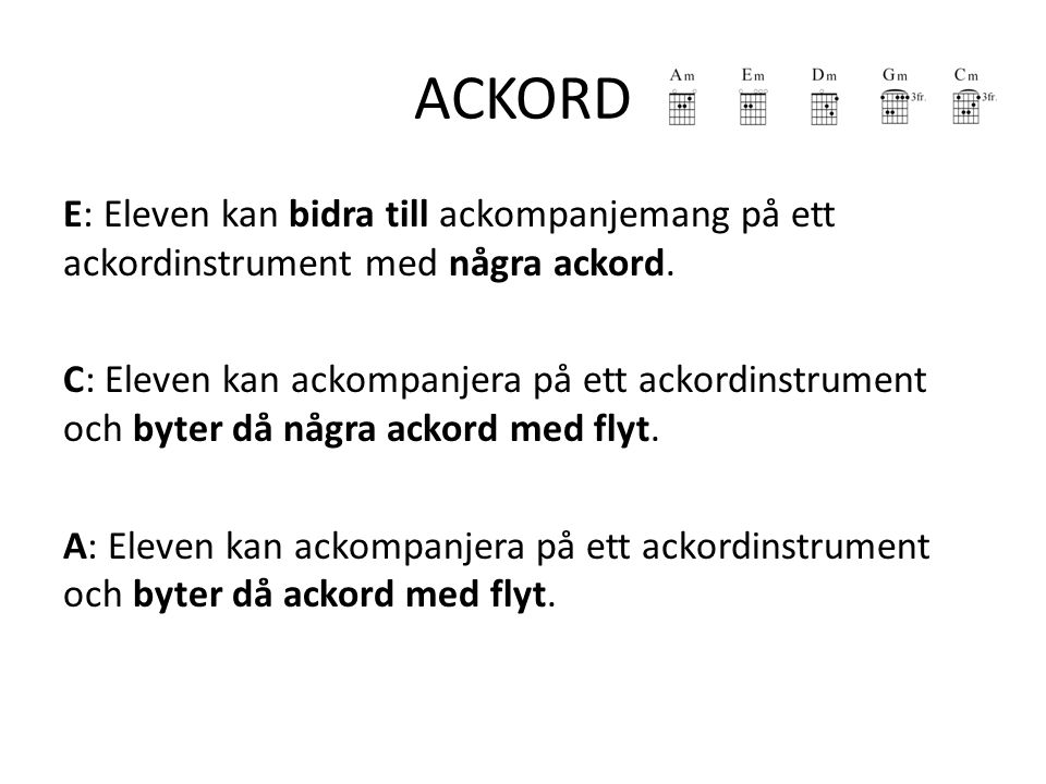 ACKORD E: Eleven kan bidra till ackompanjemang på ett ackordinstrument med några ackord.
