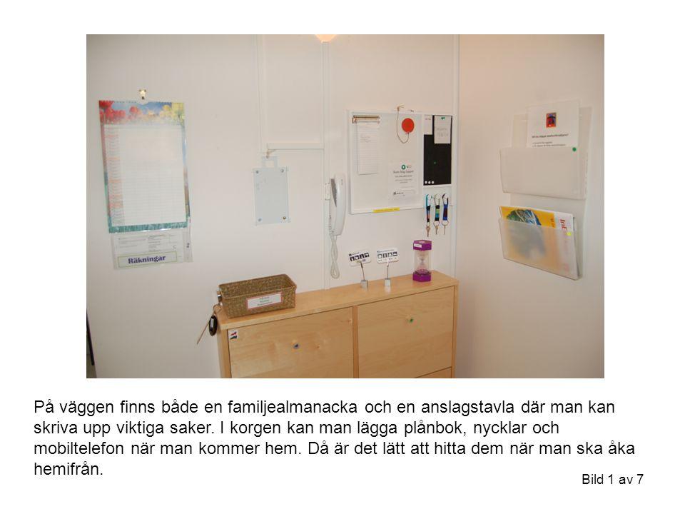 På väggen finns både en familjealmanacka och en anslagstavla där man kan skriva upp viktiga saker.